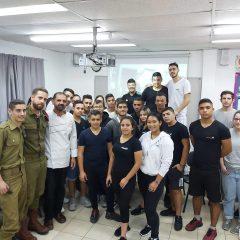 מפגש פיסגה ;בוגרי התיכון הקולינרי שמנהלים מטבחים צבאיים הגיעו למפגש והדרכה עם תלמידי התיכון