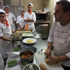 התיכון מבשל מטבח  אסייתי
