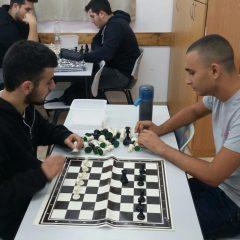 במסגרת לימודי העשרה בתיכון קולינארי רימונים לומדים התלמידים לשחק שחמט במקצועיות